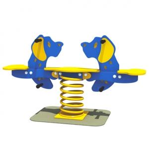 Balansoarul pe arc cu 2 catelusi
