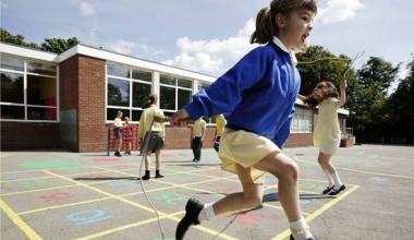 Cum școlile cu un teren mic pot oferi o gamă largă de sporturi