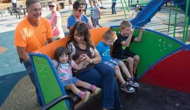 La locurile de joacă incluzive, toți copiii sunt primiți