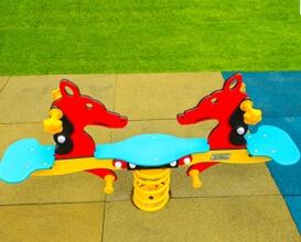 Echipamente de joaca pentru copii balansoar